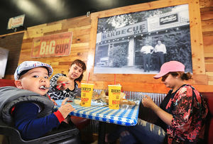 The Grand Island Independent: Dickey's Barbecue Pit opens second G.I. location